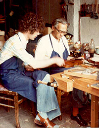 Dieter Ennemoser (apprentice) and Carl Sandner (master) in Mittenwald in 1977